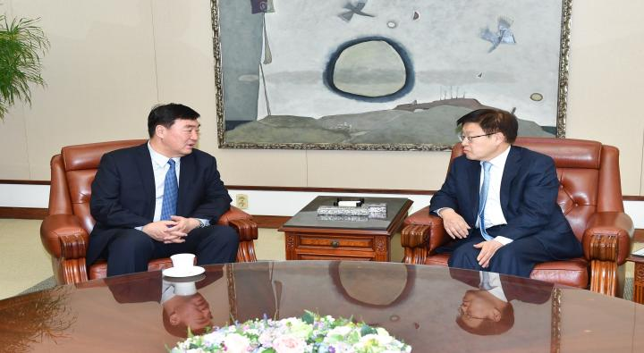 A Visit by Xing Haiming, New Appointed Chinese Ambassador to Korea